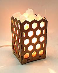 Соляной светильник деревянный Соты с кристаллами соли
