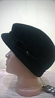 Модная женская кепка  из фетра черного цвета  с ободком переходящий в петельку.