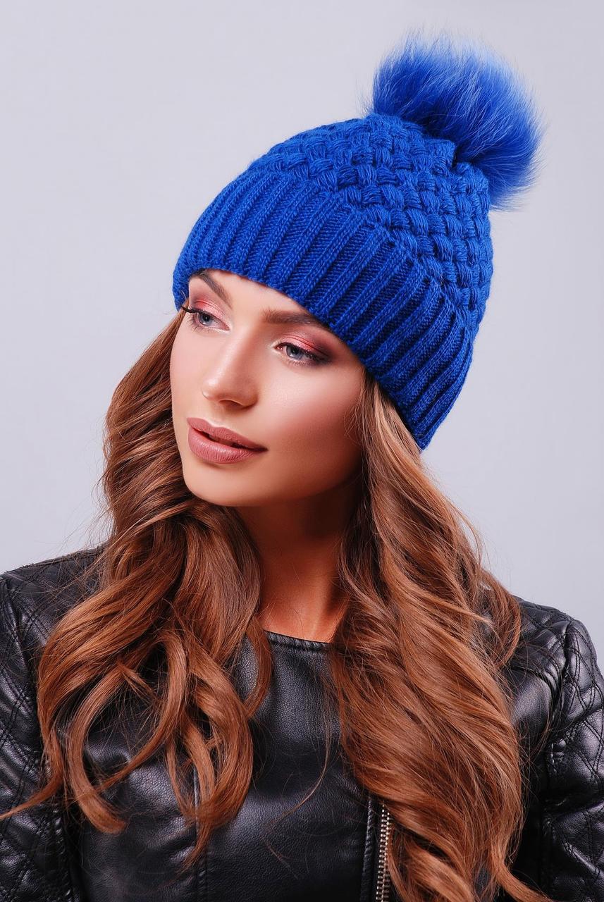 Жіноча шапка подвійний в'язки з пишним хутряним помпоном колір електрик
