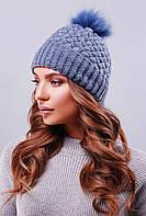 Женская теплая вязаная шапка с меховым помпоном цвет светлый джинс