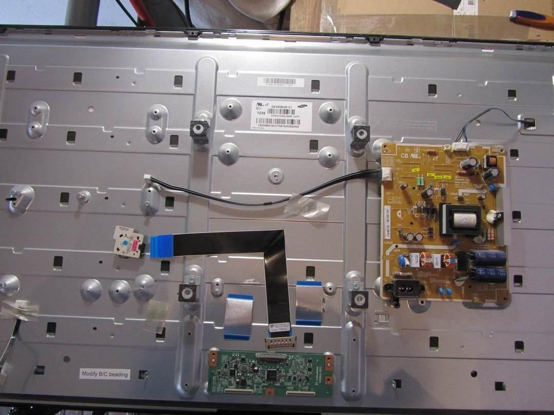 Запчастини до телевізора Samsung UE39EH5003 (V320HJ2-CPE2, V390HJ1-XRP03, V390HJ1-XLP03, V390HJ1 -P03)
