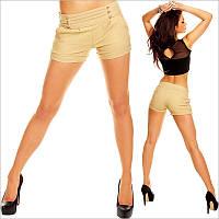 Короткие бежевые женские шорты с золотыми пуговицами