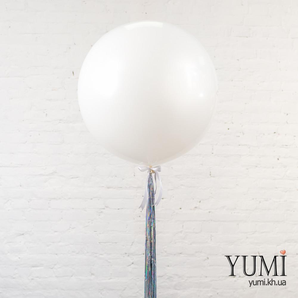Новогодний шар-гигант белого цвета с гирляндой