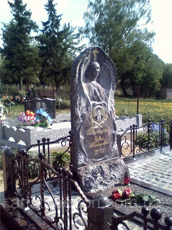 Памятник в виде ангела