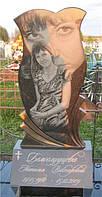 Памятник из гранита в виде тюльпана