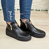Демисезонные женские кожаные черные ботинки на утолщенной подошве, декорированы фурнитурой. 37 размер