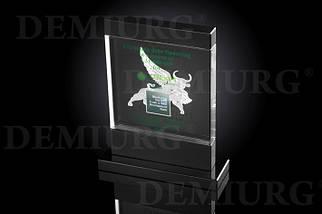 Стеклянный сувенир с логотипом в виде быка с крыльями