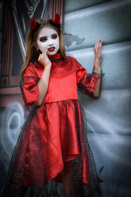 317dfe070ed6ebb Карнавальный костюм для девочки из атласа на Хэллоуин Чертик красного цвета  - Puziki.com.