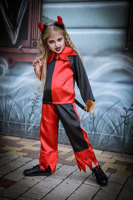 bf4499b80a0cfe7 Карнавальный костюм для девочки из атласа на Хэллоуин Чертик красно-черного  цвета - Puziki.