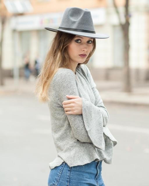 Женская осенняя шляпа серая