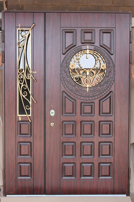 Полуторная дверь с ковкой и 3Д фрезеровкой.