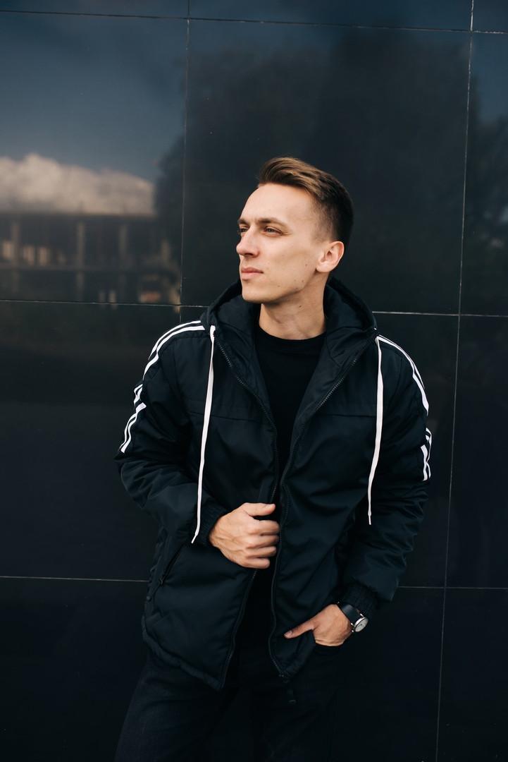 48f69a34455 Молодежная осенняя куртка с капюшоном черная  продажа