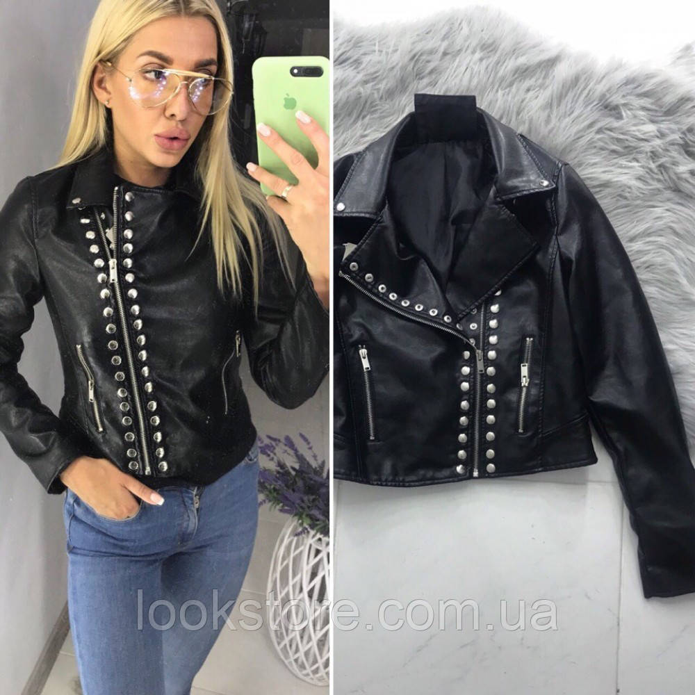 Женская куртка косуха из кожзама с заклепками черная