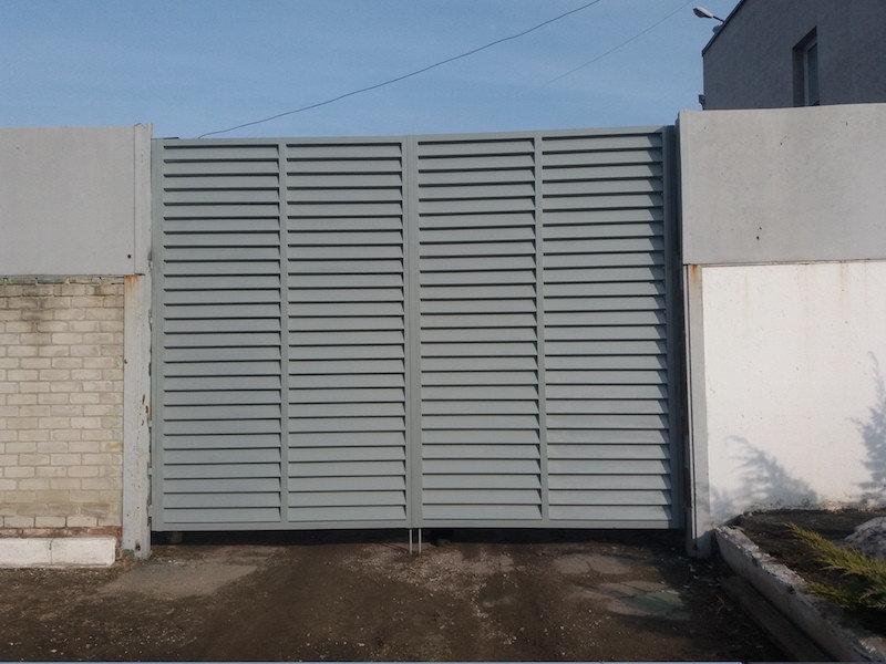 Распашные ворота жалюзи из ламелей 3500х2000