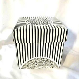 Подарункова упаковка для чашки з принтом (чорно-біла)