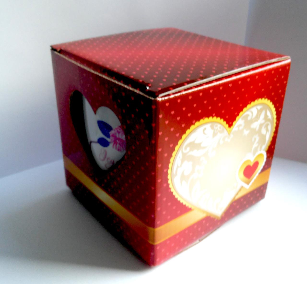 Подарочная упаковка для чашки с принтом (сердце, окошком) красная