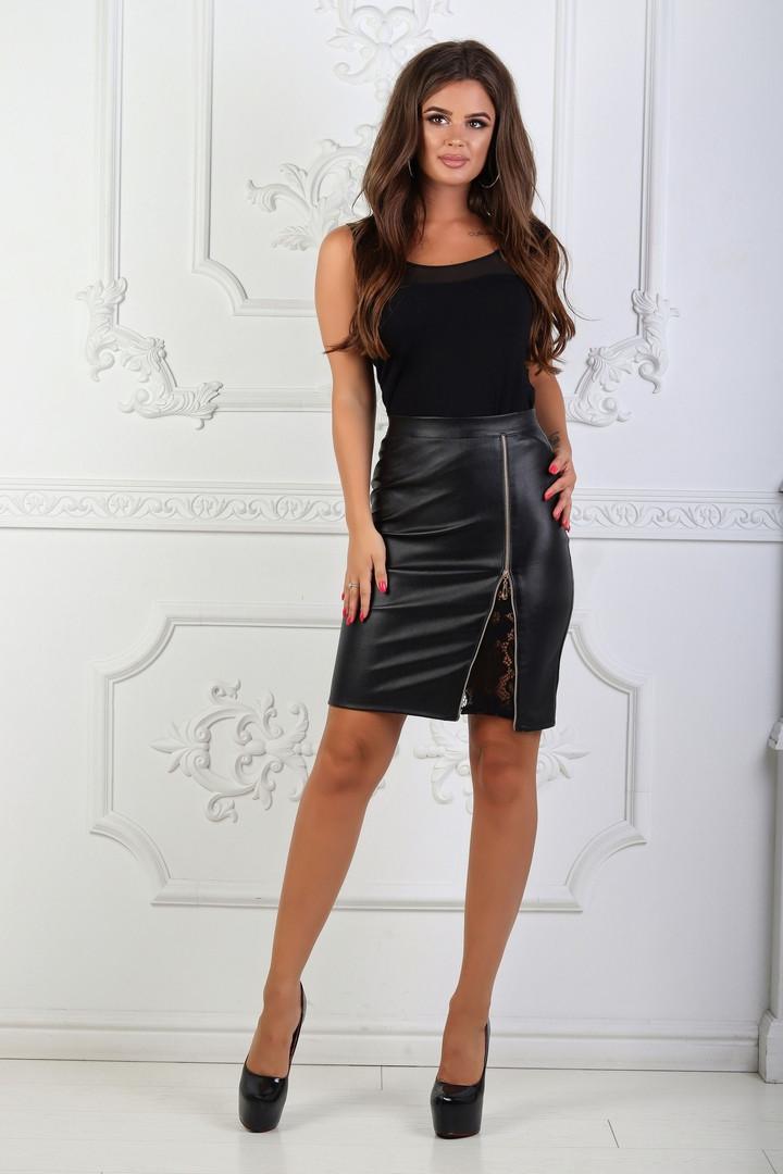 571eeeb5d46 Черная женская прямая юбка из эко кожи со вставкой кружева спереди.  Арт-1117
