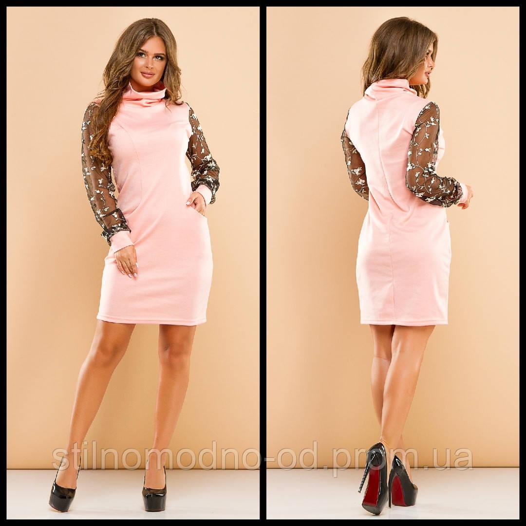 Стильное платье с вышивкой на рукавах