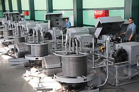 канатную проволоку, которая используется при изготовлении канатов. В зависимости от качества поверхности канатная проволока бывает оцинкованной или без покрытия.