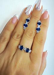Нарядный гарнитур - кольцо и серьги - из серебра с синими фианитами
