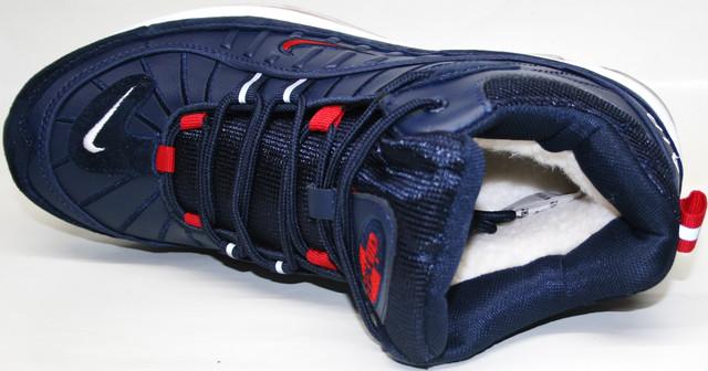 Силовые линии каркаса выходят из-под стопы, и вверху образуют петли шнуровки. Подкладка и стелька из искусственного меха.