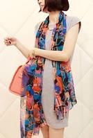 Шарф легкий женский комбинированного цвета с абстрактным рисунком