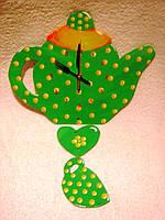 Часы настенные Чайник с чашкой зеленые в желтый горошек Часы для кухни Ручная работа
