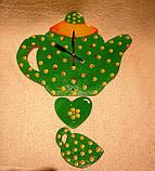 Часы настенные Чайник с чашкой зеленые в желтый горошек Часы для кухни Ручная работа, фото 2