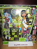 Куклы Monster High Mad Science Dolls, Set of 2, Cleo de Nile and Ghoulia Yelps Гулия Йелпс и Клео де Нил