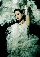 Декоративные перья в вечерних и сценических костюмах
