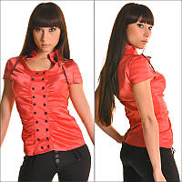 Красная блузка с коротким рукавом и округлым вырезом горловины