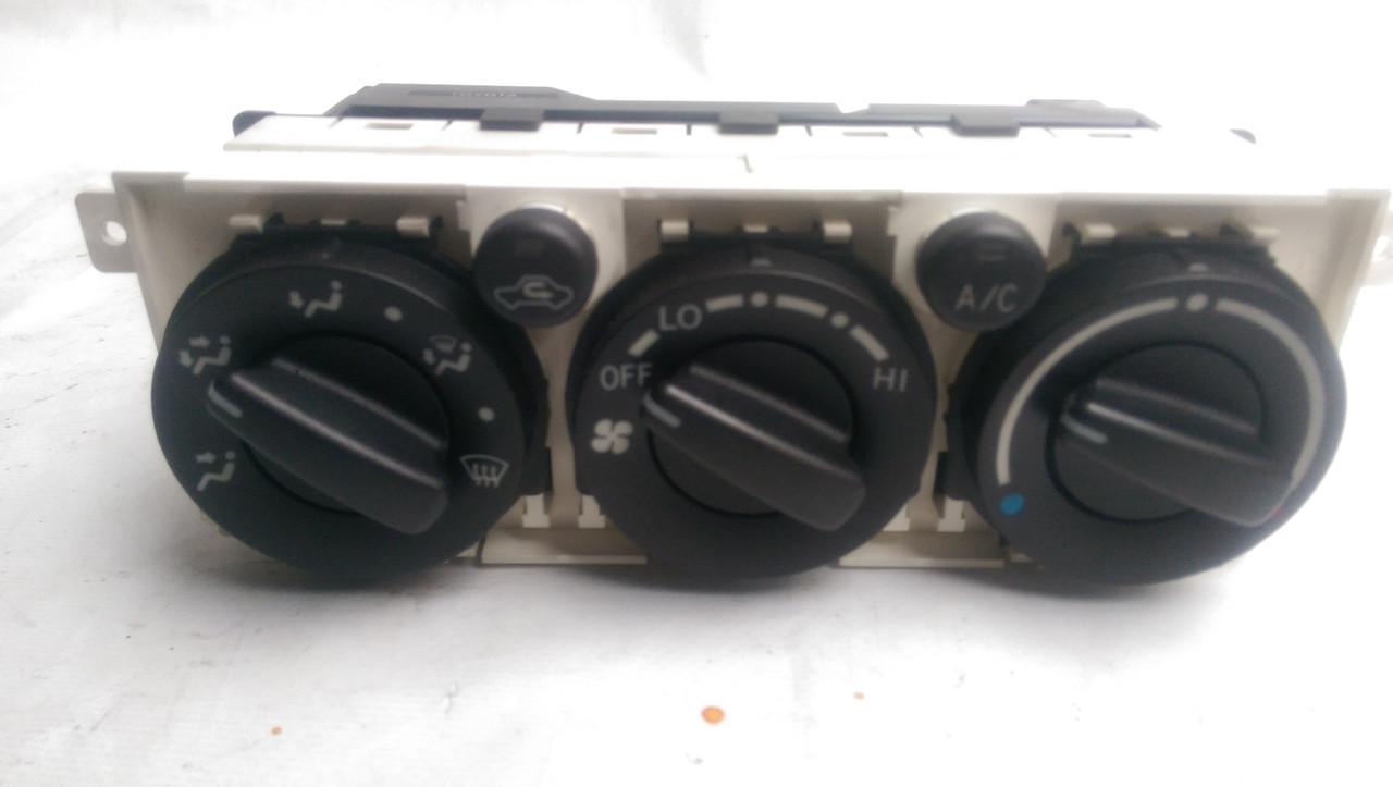 Блок управления климатом Toyota Avensis 2003-2008 5590005100