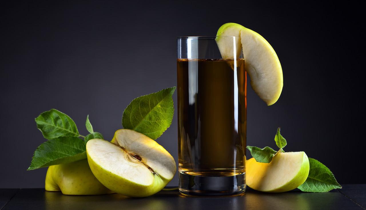 """Картина на стекле """"Яблочный сок"""""""