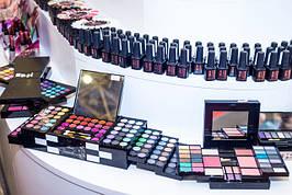 Гель-лаки и наборы для макияжа