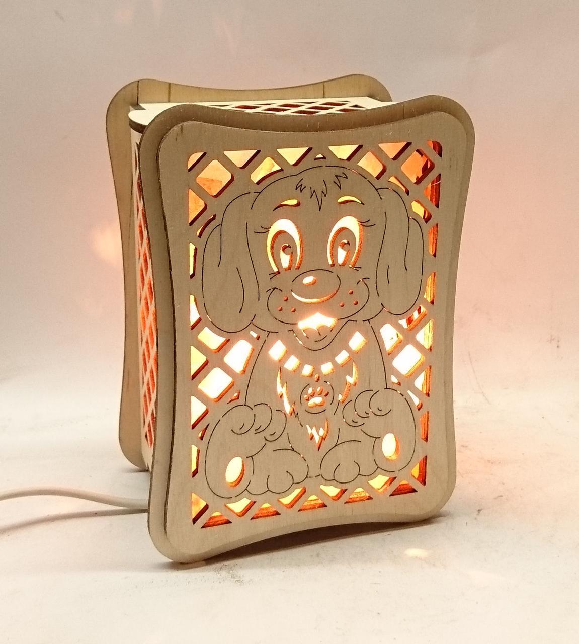 """Соляной светильник деревянный """"Собака с кристаллами соли"""""""