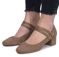 Женские бежевые туфли на маленьком каблуке