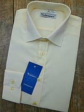 Светлая нарядная мужская рубашка цвета Шампань