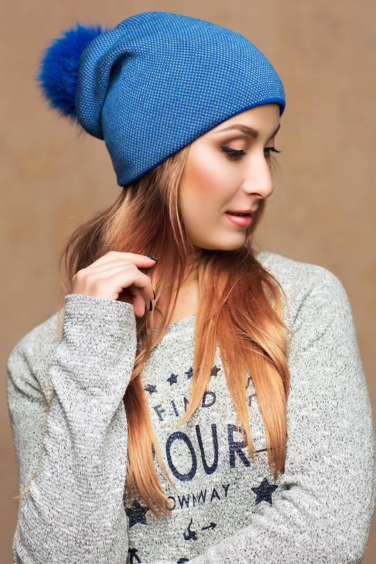 Стильна світло-синя шапка з бомбоном Erica