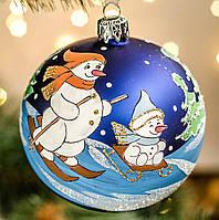 """Новогодний сувенир шар 100 мм """"Снеговички на горке"""", фото 1"""
