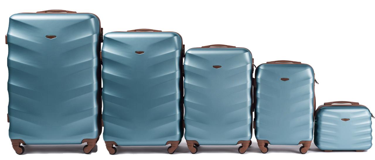 Комплект пластиковых чемоданов Wings 402-5 на 4 колесах