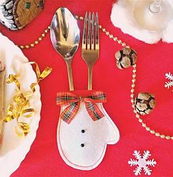 Варежка новогодняя для столовых приборов белая