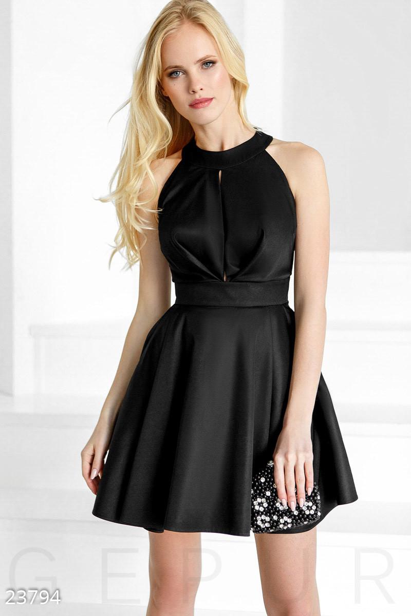 Черное монохромное платье А-силуэта