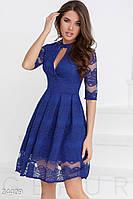 Гипюровое праздничное платье синего цвета с декольте на запах