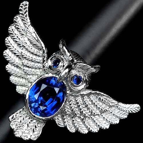 Серебряное кольцо .Размер 17  Сапфир