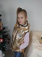 Демисезонная жилетка для девочки с капюшоном золотистая, фото 1