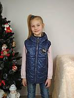 Жилетка дутик для девочки стеганая с капюшоном темно-синяя, фото 1