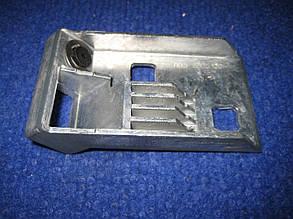 Планка нижняя замка багажника втулка пластик Славута ЗАЗ 1103