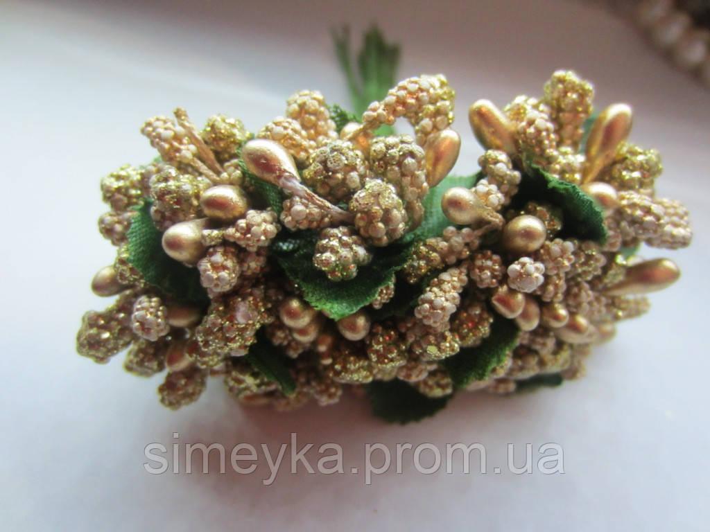 Тычинки крупные, додатки к цветам золотистые с блёстками, букетик из 11 соцветий, длина