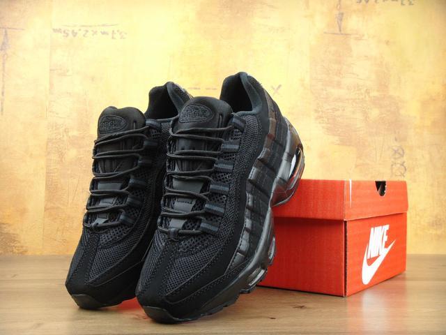 Женские черные кроссовки Найк