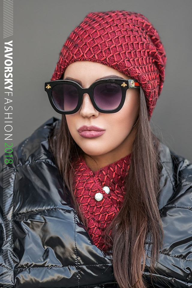 женский комплект: шапка и хомут с декором